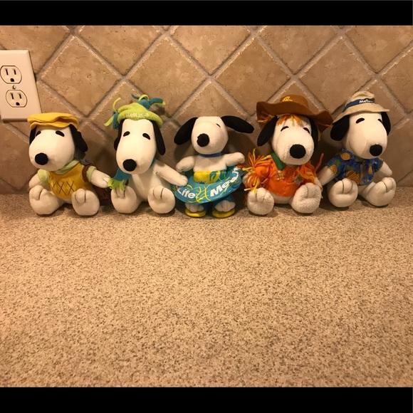 PEANUTS Set of five seasonal plush Snoopy